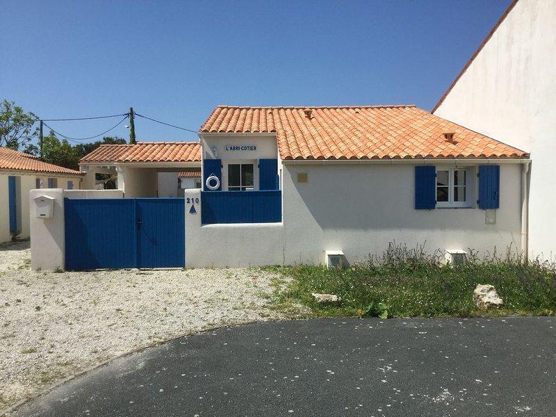 Très jolie maison 4/5 personnes à 700m de la plage, aluguéis de temporada em Dolus-d'Oleron