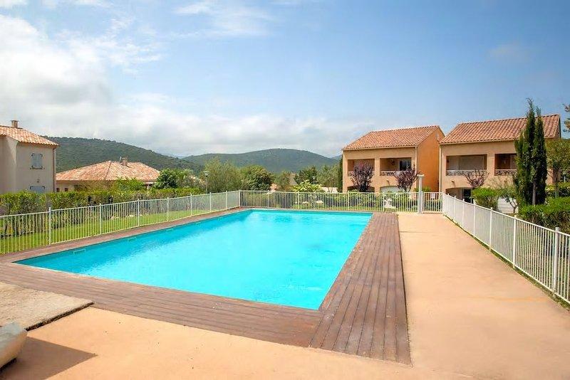 T2 dans résidence avec piscine, holiday rental in Oletta