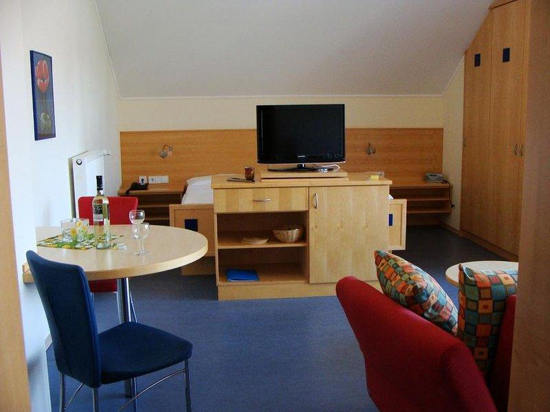 Gemütliches Appartement (37qm) mit Balkon, holiday rental in Bad Fussing