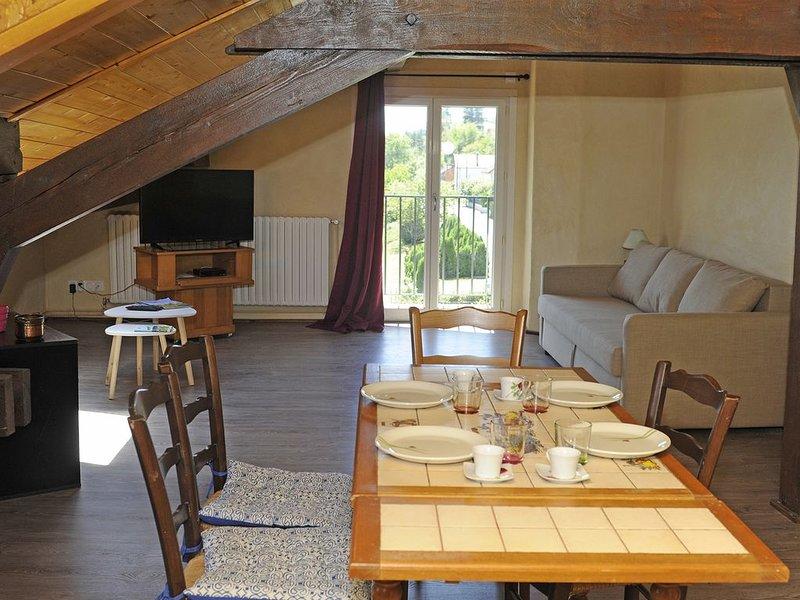 Appartement sur terrain de 4000 m2 et lac à 50 m, holiday rental in Blye