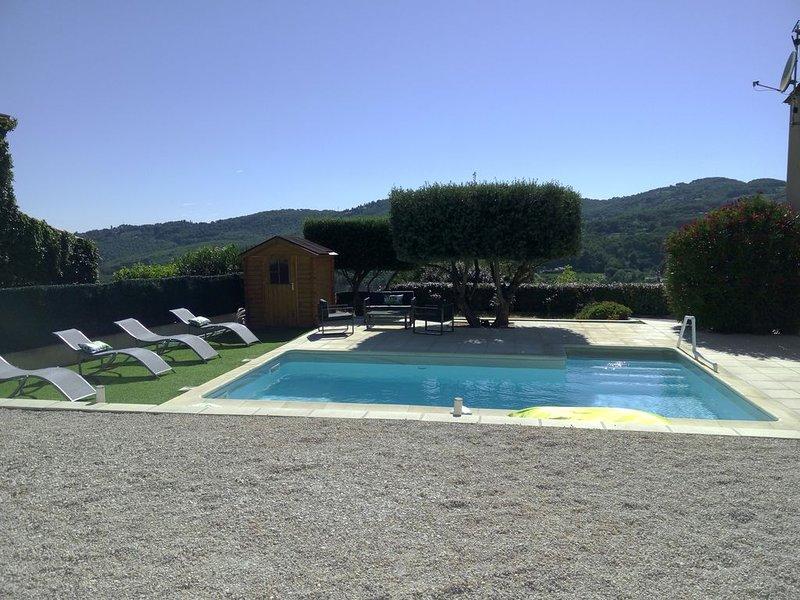 Villa 140m2, lumineuse et climatisée, au calme. Vue dégagée sur les collines., vacation rental in Le Castellet