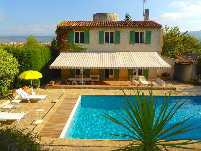 Villa avec piscine pour 8 à 10 proche de la mer, vacation rental in Le Beausset