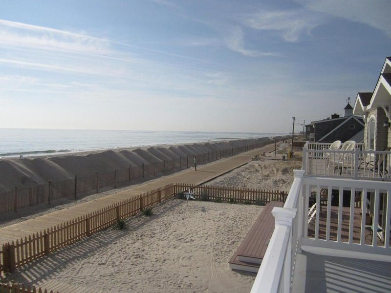Oceanfront Beach House (Up), holiday rental in Lavallette