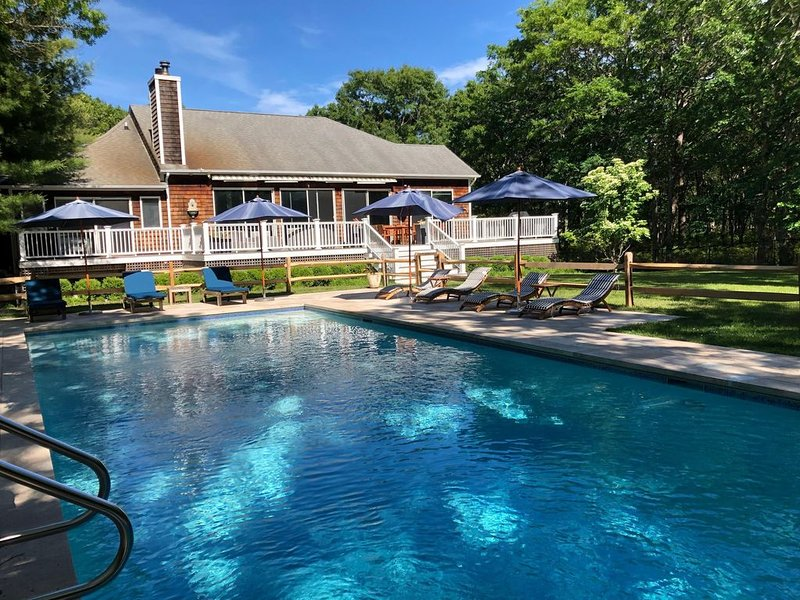 5 bedroom/5 bath large secluded property on over an acre, vacation rental in Hampton Bays