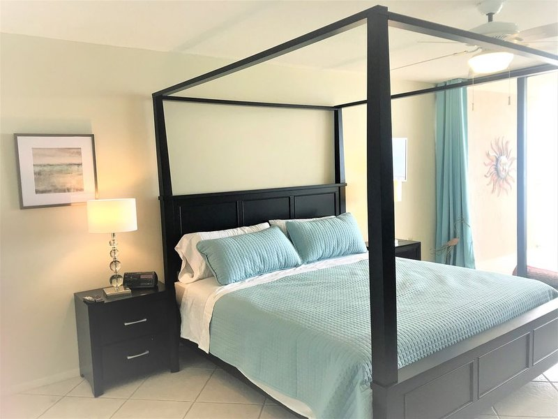 Newly Listed! Newly Renovated Beachfront 2 bed/ 2 bath, alquiler de vacaciones en Panama City Beach