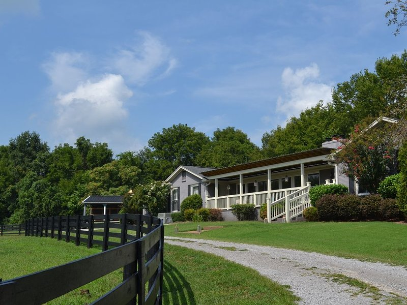 A RARE JEWEL! Luxury Guest Ranch Just Minutes to Franklin & Nashville, vacation rental in Spring Hill