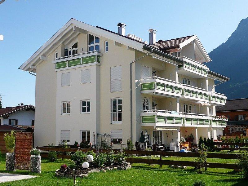 Die luxuriöse und gemütliche 4 **** Komfort-Wohnung liegt im 1. Stock(Aufzug), alquiler vacacional en Oberstdorf