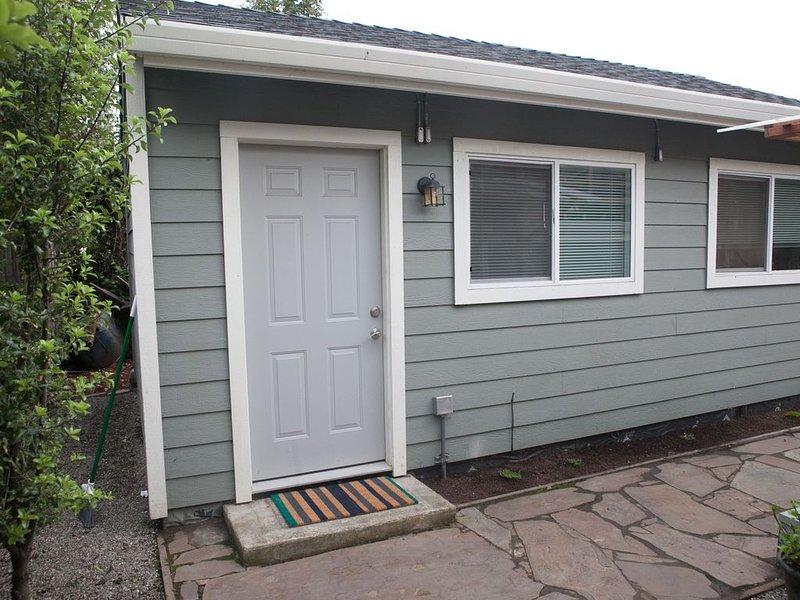 Quaint Cottage nestled in the Kensington Hills, alquiler de vacaciones en Albany