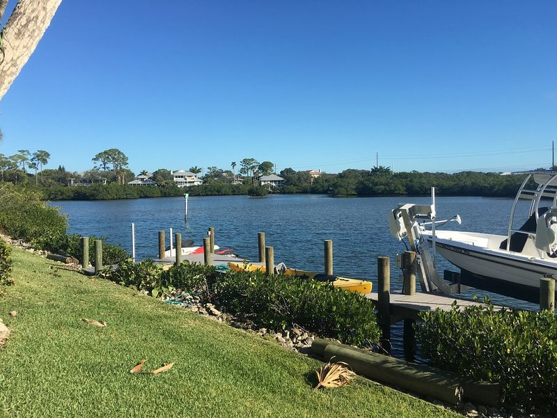 Mid-century Waterfront Home with heated pool, vacation rental in Osprey