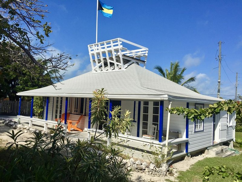 Pirates Den - 3 bed/1 bath home on a beautiful and quiet island, holiday rental in Marsh Harbour