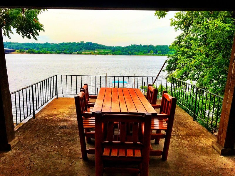 Unique St Croix River Rambler with private dock and river front, casa vacanza a Hastings