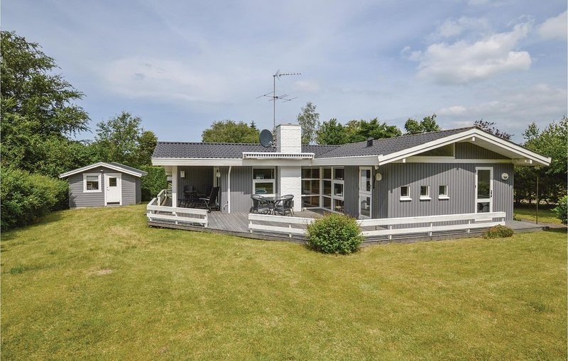 4 Zimmer Unterkunft in Asnæs, holiday rental in Hoensinge