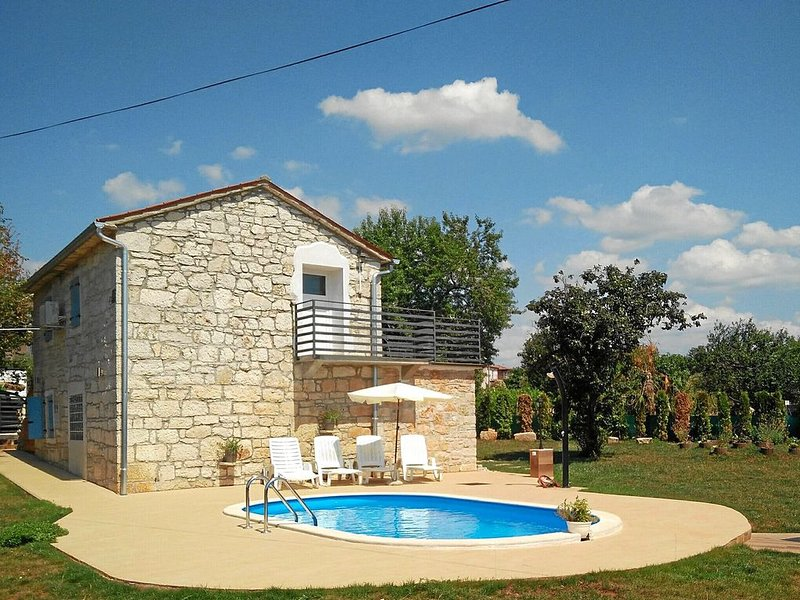 Istrisches Steinhaus mit Pool für 6 Personen, holiday rental in Roskici