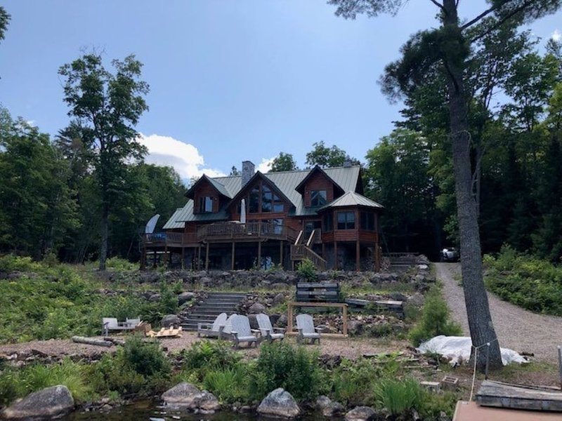 Private Home On Gibson Lake, alquiler vacacional en Champion