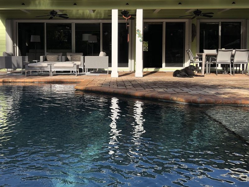 Bella's B&B a Tropical Treasure  Room#1 no fees Queen bed, In-suite bath, holiday rental in Stuart