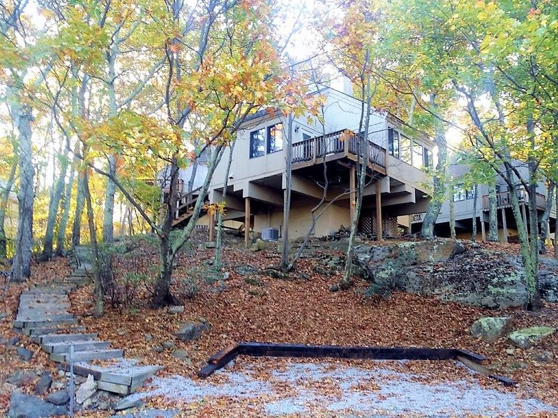3 bedroom, 3 bath Treeloft- Wintergreen Resort. Close to Eagles Swoop Ski Slope!, holiday rental in Nellysford