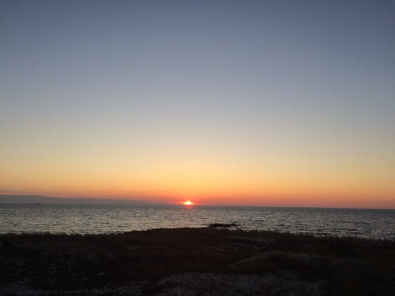 Cape May Bay Sunsets - Free use of Cape May beach tags, holiday rental in North Cape May