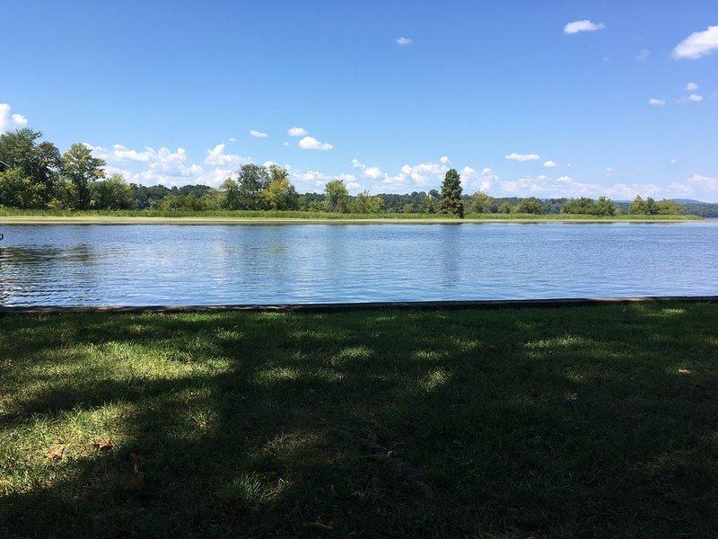 Shahan Docks- Lake Chickamauga Waterfront Boat Dock, holiday rental in Calhoun