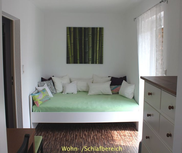 Schön renovierte kleine Wohnung, ruhig und doch zentral, mit gutem Nahverkehr, aluguéis de temporada em Leinfelden-Echterdingen