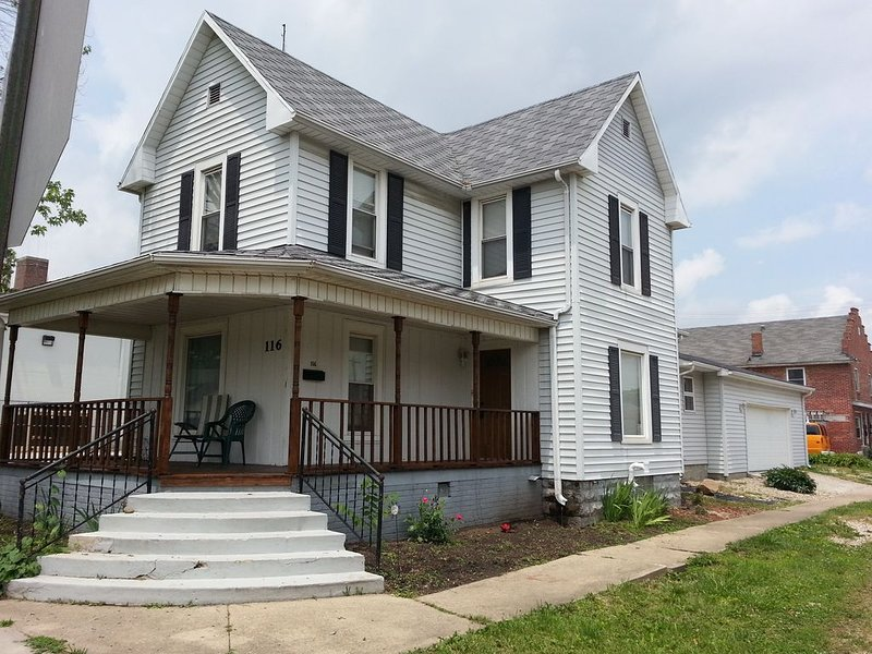 The Dragonfly Guest House, 3 Bedroom, 3 Bath, sleeps 8, vacation rental in Rockville