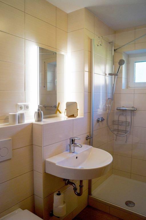 Appartement avec terrasse salle de bain