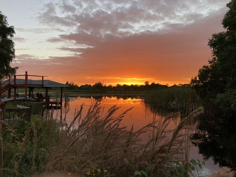 Lake Huntley Oasis: Private Dock - 1/2 Acre - Kayak, holiday rental in Lorida