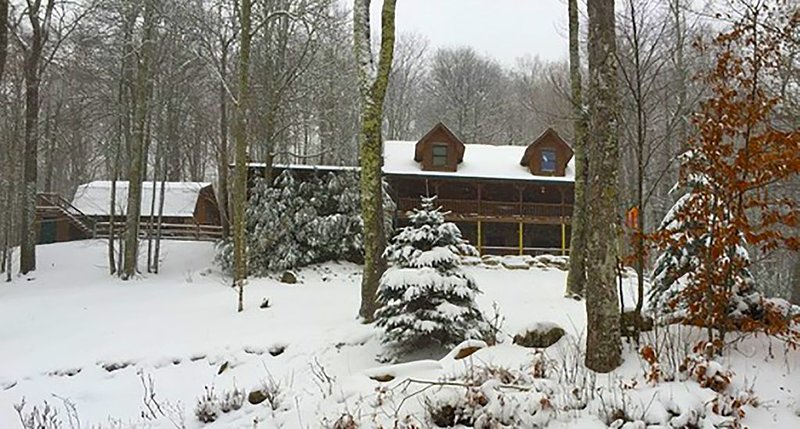 Red Whiskey Farm - Beautiful Mountain Cabin, holiday rental in Flag Pond