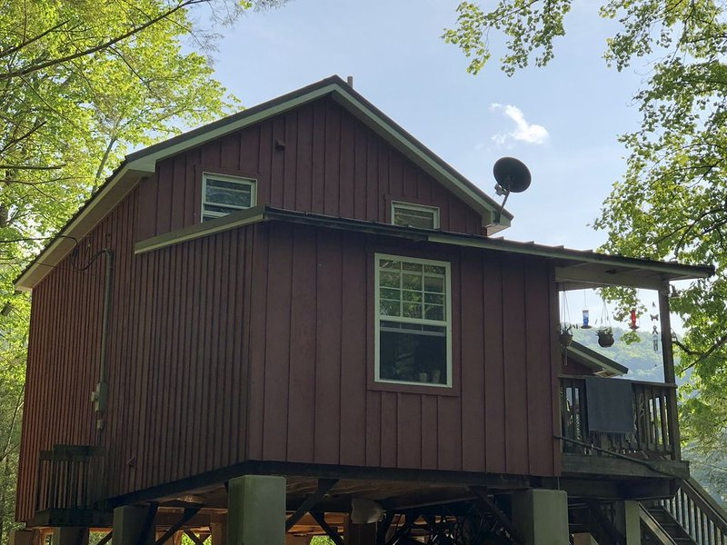 Muddy Feet Retreat - A Cozy Cabin on the Loyalsock Creek, location de vacances à Allenwood