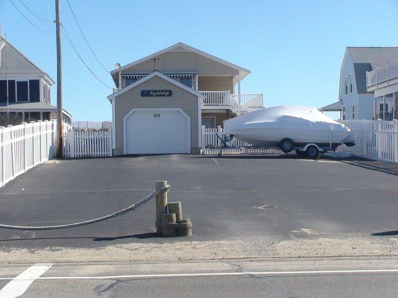 Ocean Front Home For Rent, vacation rental in Salisbury