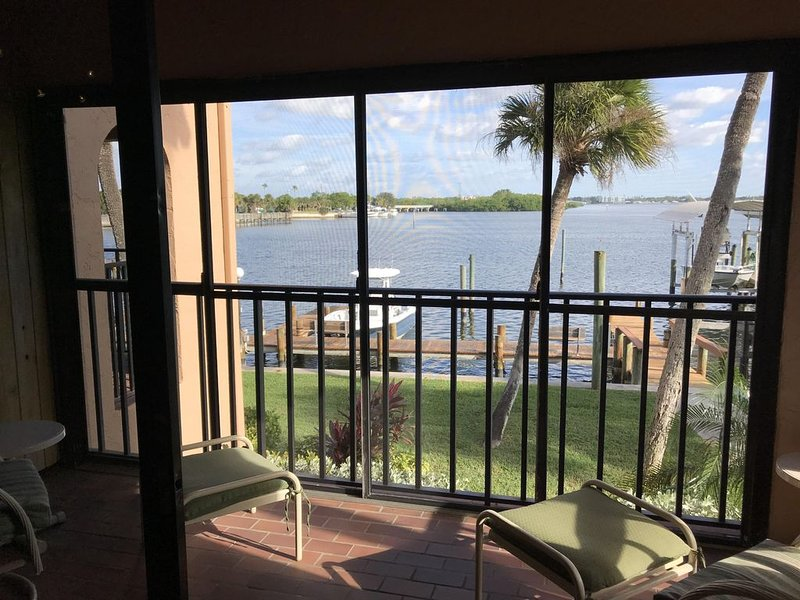 Perfect Bayside Condo, vacation rental in Englewood