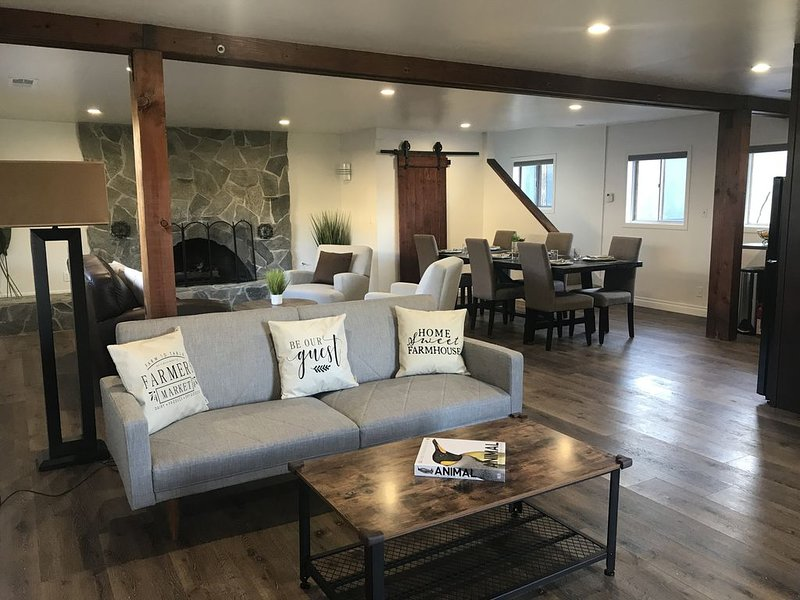 Guest-Farmhouse on Half Acre Gated Estate with Tennis Court Close to LA, vacation rental in Bell Canyon