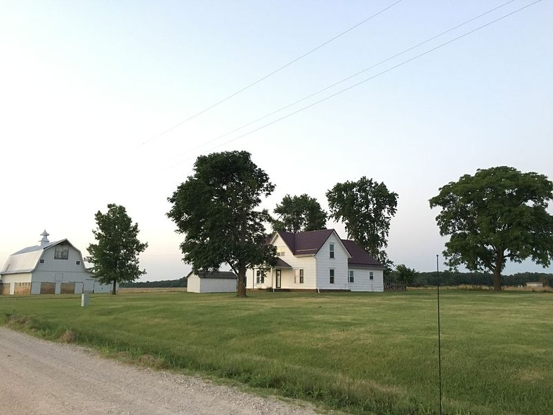 Historic Farmhouse near Springfield, MO, holiday rental in Hartville