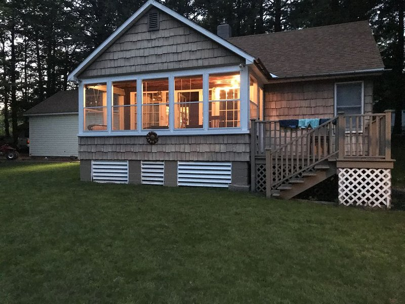 3 Bedroom, 1.5 Bath Cottage on Lily Pond connects to Brantingham Lake – semesterbostad i Woodgate