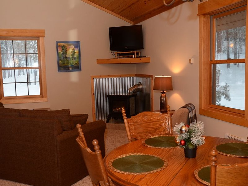 Alpine Valley Loft-Perfect Little Getaway Close to the Ski trail!, holiday rental in Mazama
