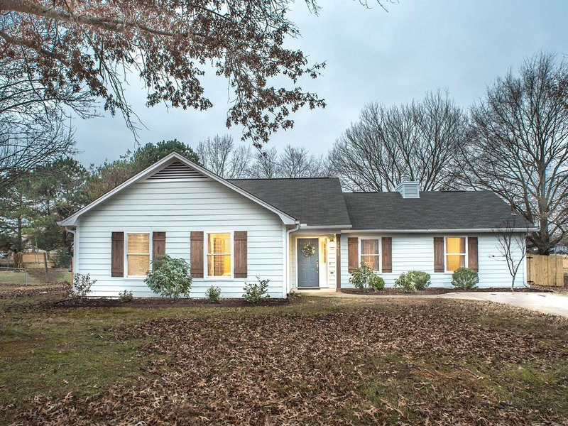 HGTV s Fixin to Sell - Home Away From Home, holiday rental in Meridianville