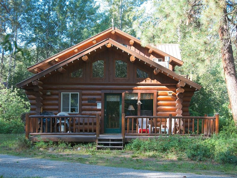 Becky's Cabin-Easy Access to Methow Ski Trail & River!, holiday rental in Mazama