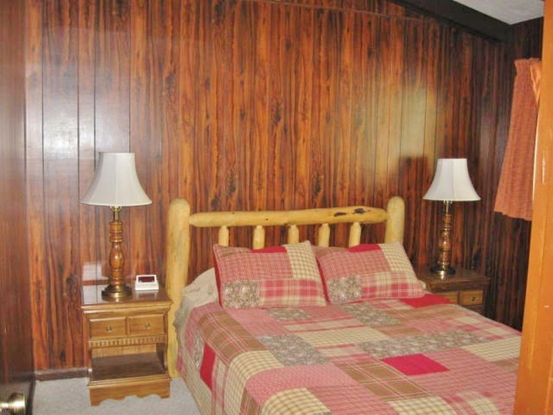 2 cozy queen bedrooms