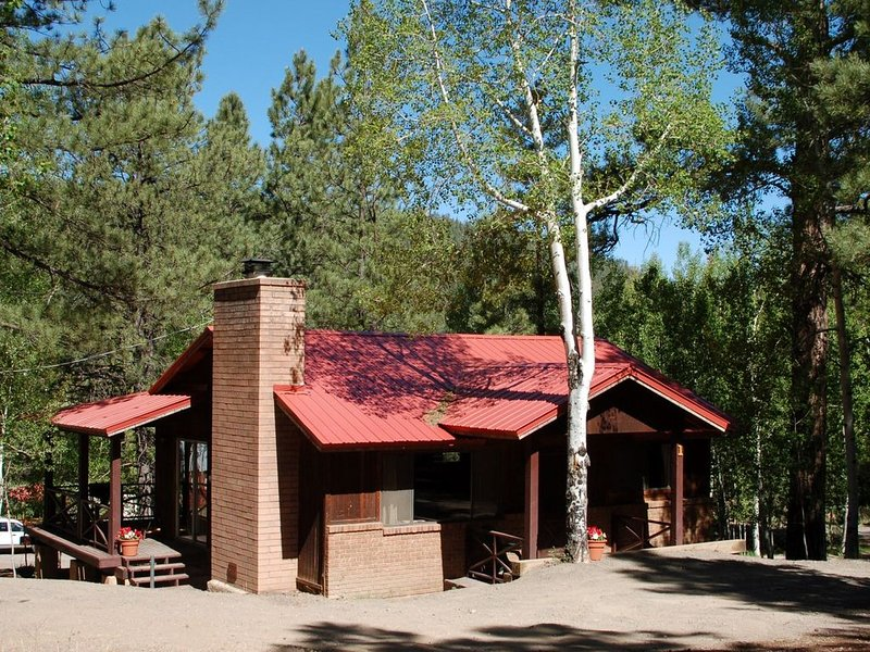 East Fork Cabin 1 - 7th night free when booking for a week!    Near the river!, aluguéis de temporada em Greer