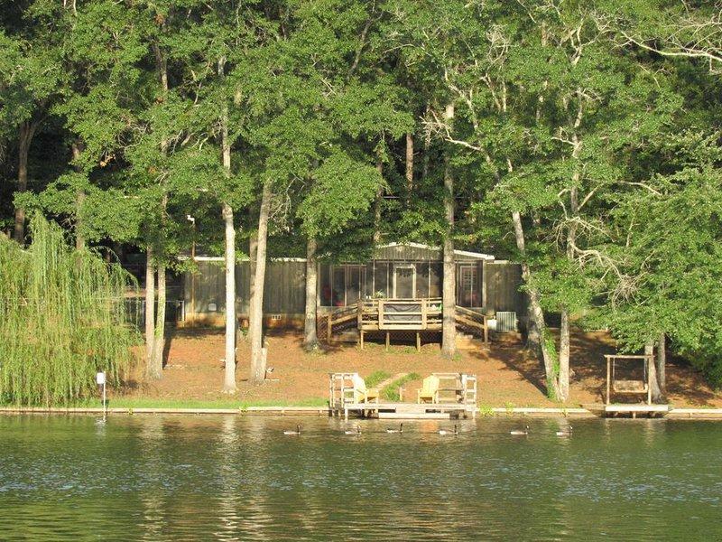 Beautiful Lake House in West Central Georgia, aluguéis de temporada em Pine Mountain Valley