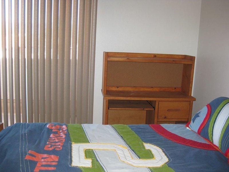 3ème chambre. Grand lit capitaine avec balcon pour voir les montagnes Sandia