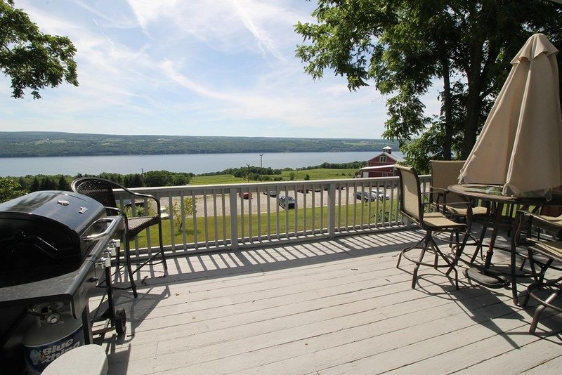 Family & Dog Friendly home! Seneca Lake Views : 3-Bed, 2-Bath on Wine Trail!!, vacation rental in Burdett