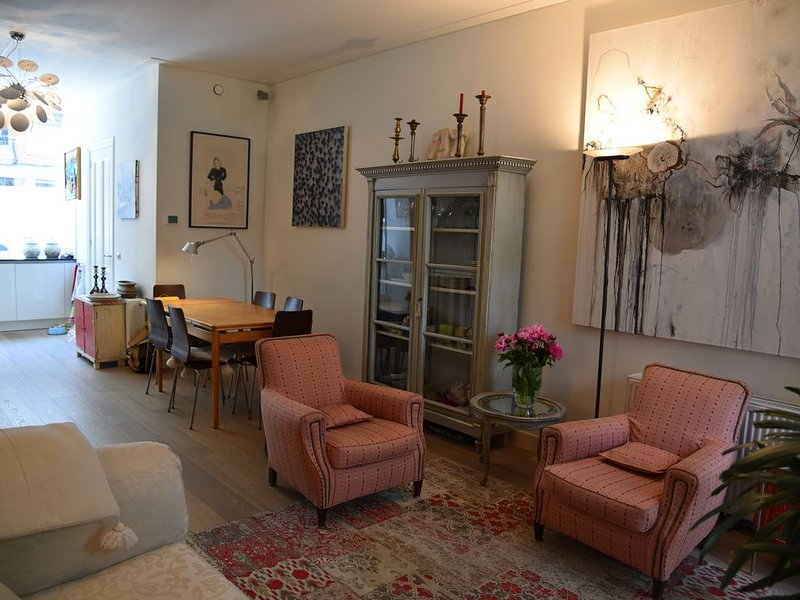 Stylish and quiet 100 m2 ground floor apartment in most wanted area, vacation rental in Sloten