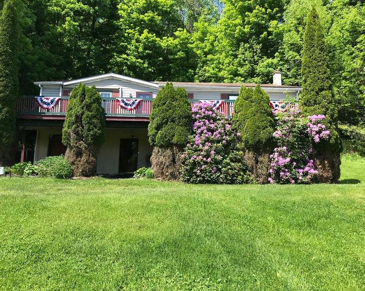 3 Bedroom Raised Ranch with large Deck., location de vacances à Wellsboro