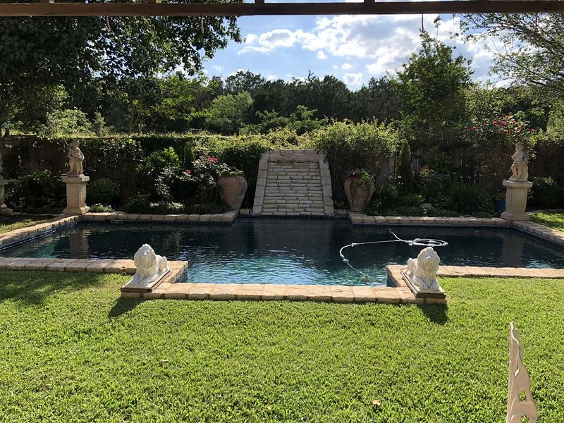 Our beautiful country  home is the absolute  best of both worlds., alquiler de vacaciones en Fredericksburg