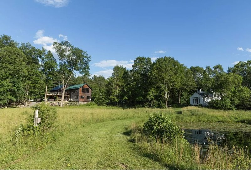 Wilderkill Retreat: Two-house Family Paradise, casa vacanza a Saugerties