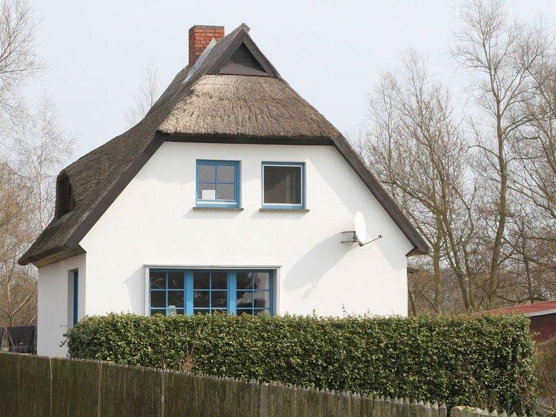 Gemütliches, komfortables Ferienhaus direkt am Wasser, holiday rental in Neuenkirchen