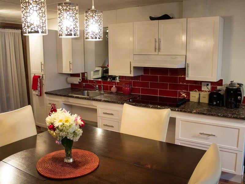 Appartement tout équipé 2 familiale chambres à coucher, vakantiewoning in Saint-Fulgence