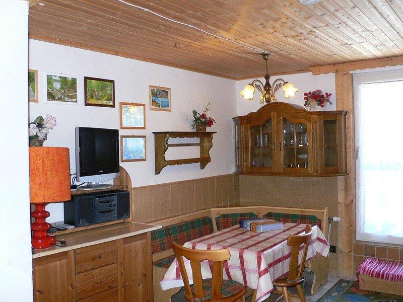 Liebvoll und gemütlich eingerichtetes 39 qm großes Appartement mit Balkon für bi, holiday rental in Treffelstein