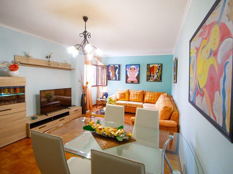 Strandnahes Apartment, grosser Pool,  Wifi, Parkplatz, 3 Schlafzimmer, holiday rental in Agaete