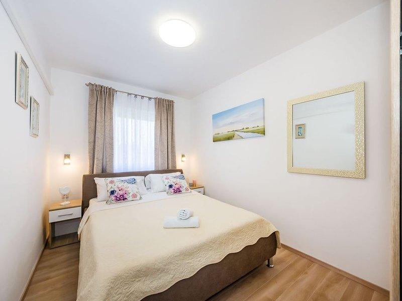 Klimatisierte FeWo für 4-5 Personen, voll ausgestattet | 100m vom Sandstrand, holiday rental in Nin